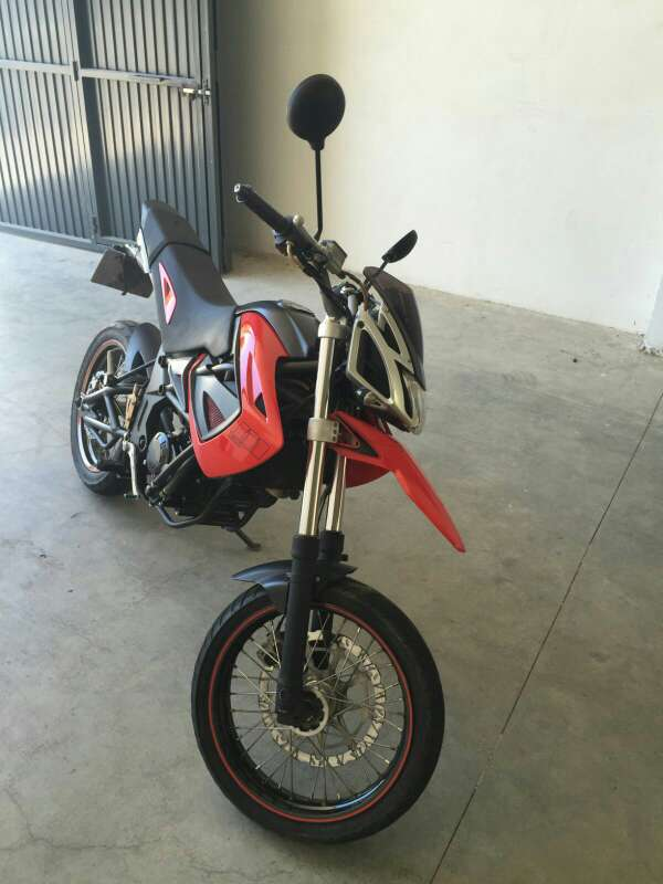 Imagen moto supermotad 125 sm megelli