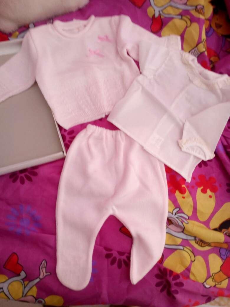 Imagen conjunto ropa bebé nuevos