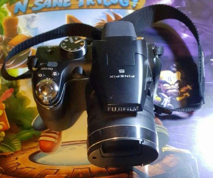 Imagen producto Fujifilm FinePix S9800 2