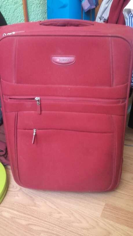 Imagen maleta roja