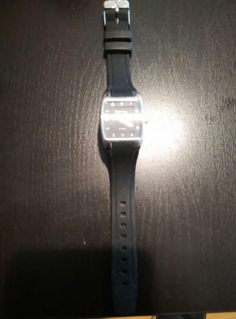 Imagen producto Reloj de pulsera negro. Urge vender 2