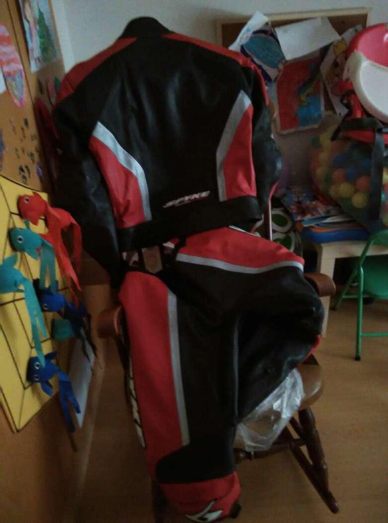 Imagen Mono de moto de cuero. Urge vender