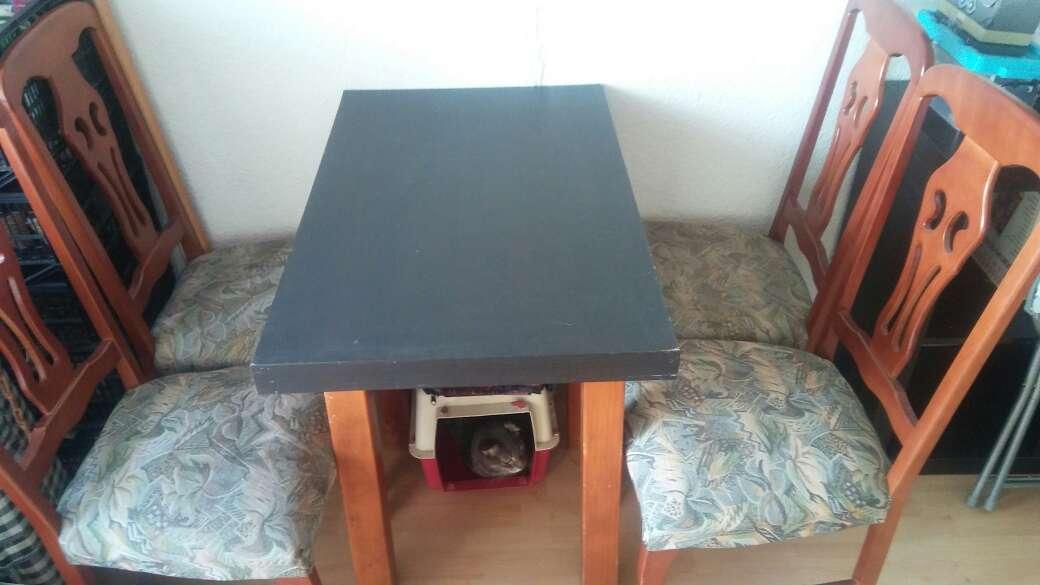 Imagen mesa comedor + 4 sillas