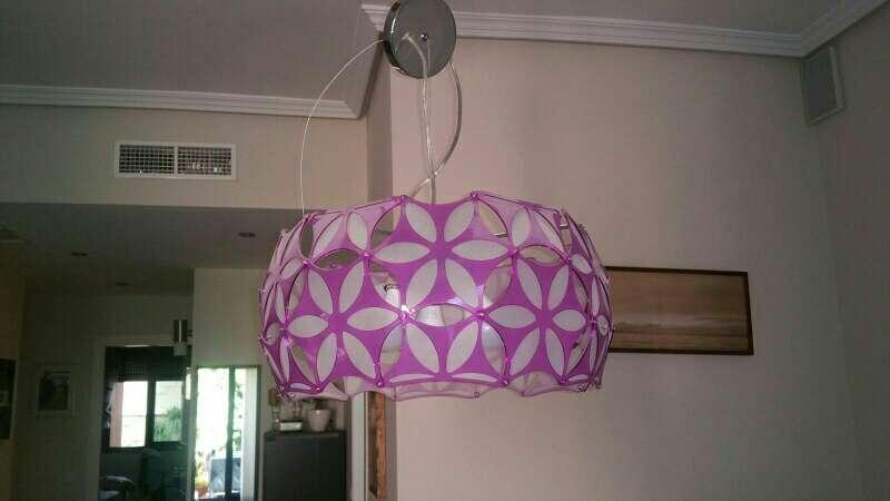 Imagen lámpara rosa de techo