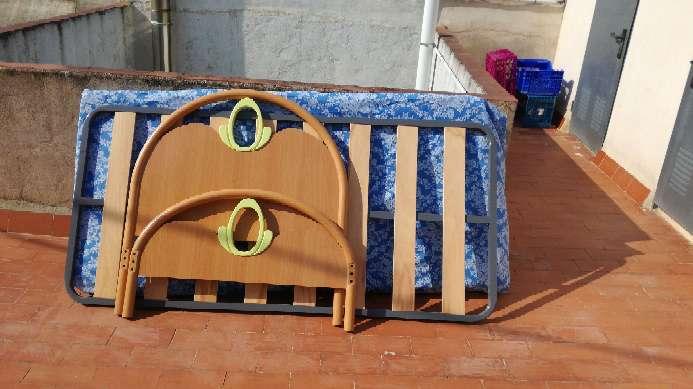 Imagen 2 camas iguales completas