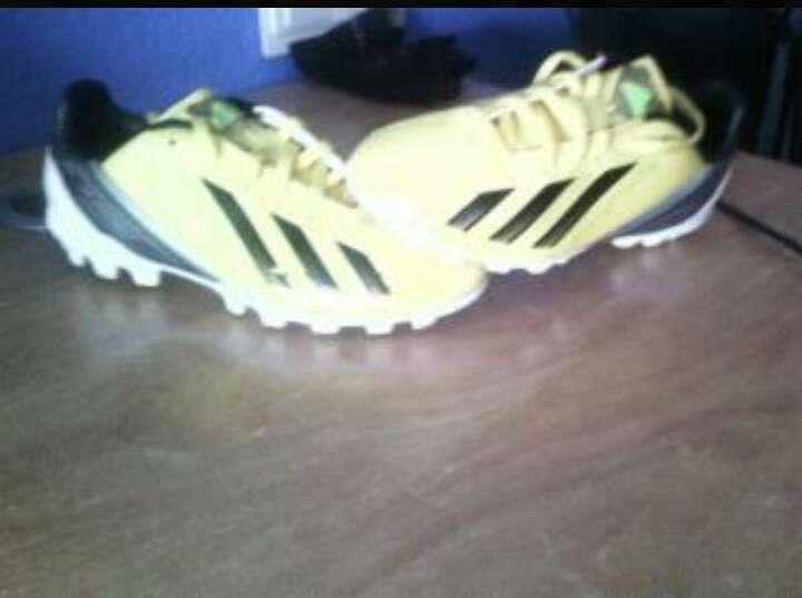 Imagen zapato futbol adidas