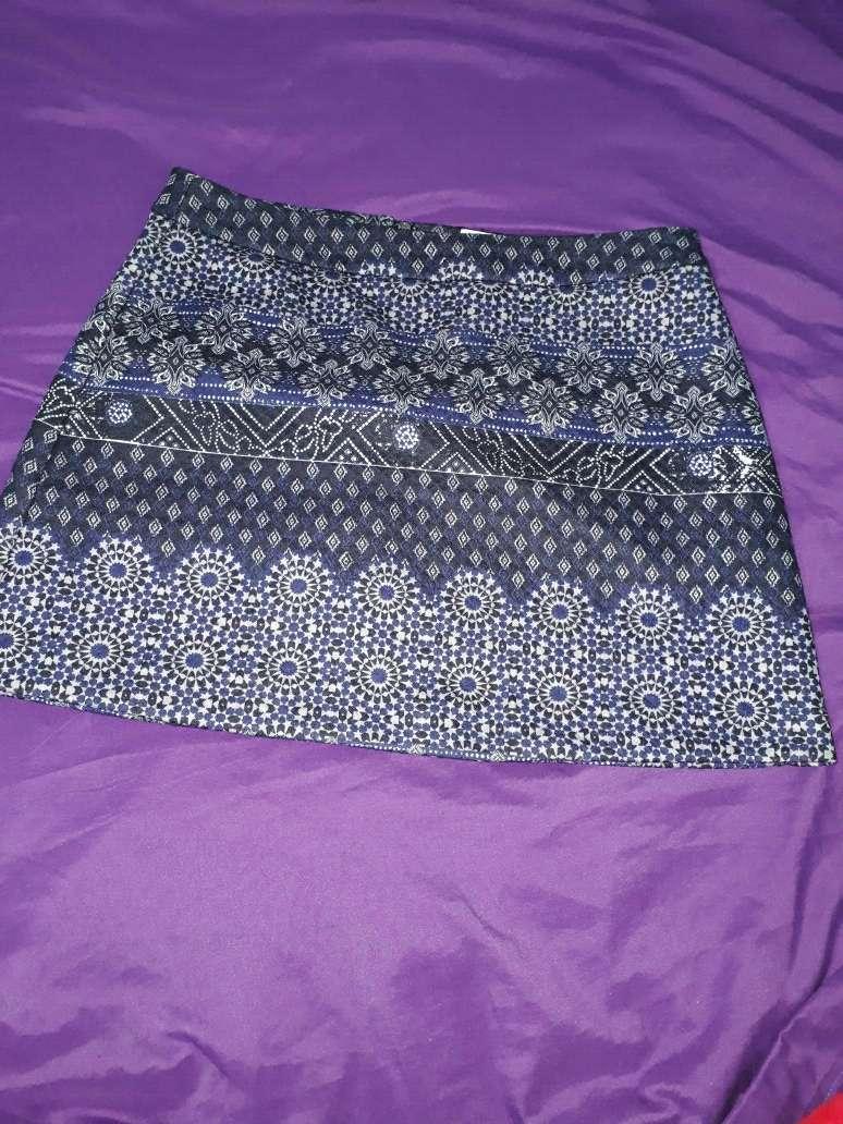 Imagen falda azul de estradivarius