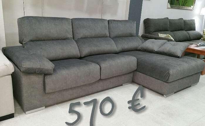 Imagen sofá chaiselongue gris a estrenar