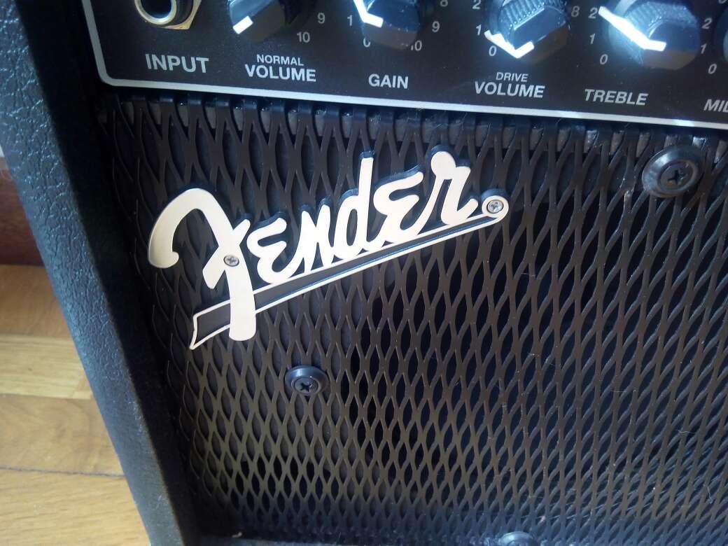 Imagen guitarra y amplificador