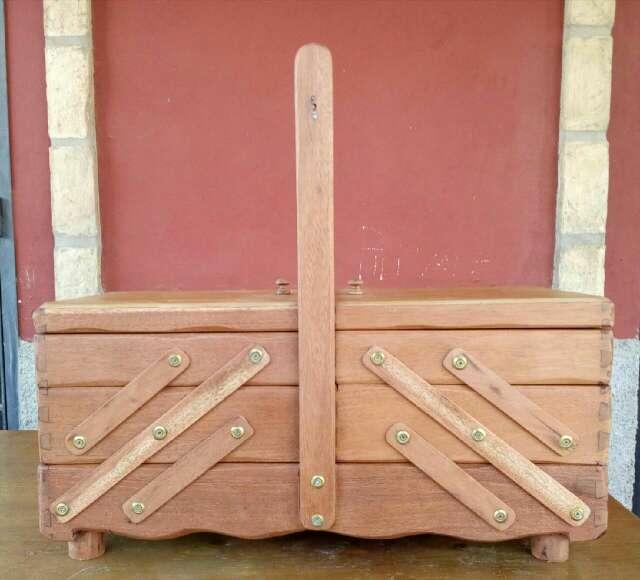 Imagen costurero madera