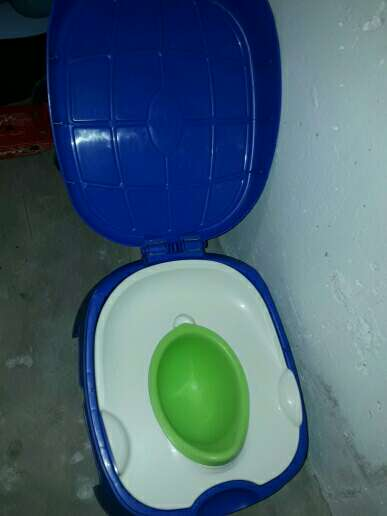 Imagen wc de bebé . 3 en 1 . orinal portátil de viaje