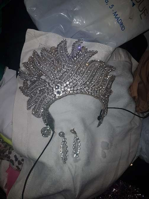 Imagen corona y pendientes de boda gitana