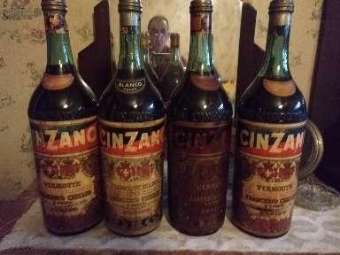 Imagen botellas de vermut Cinzano