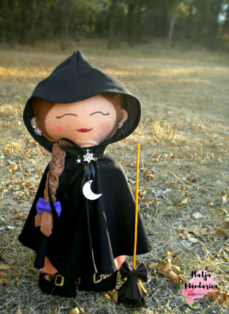 Imagen Bruja Willow hecha a mano de fieltro
