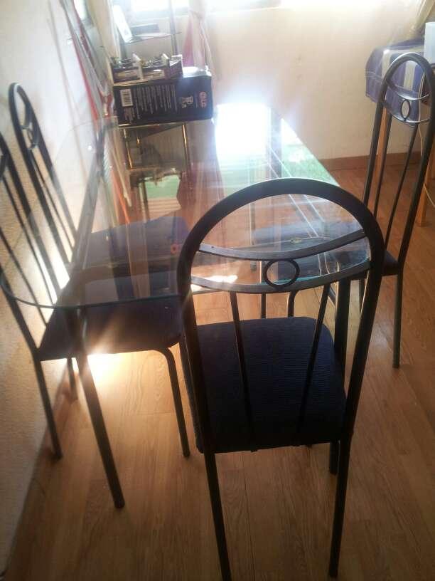 Imagen producto Mesa grande de metal y sus 4sillas de salon 2