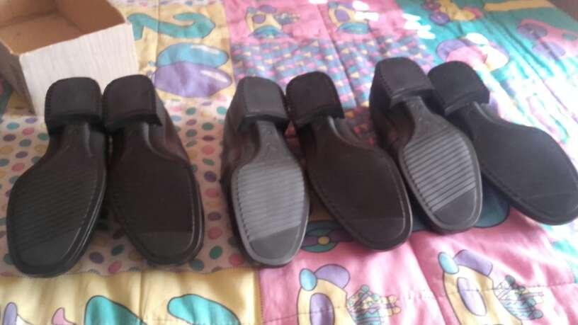 Imagen lote de tres pares de zapatos de piel