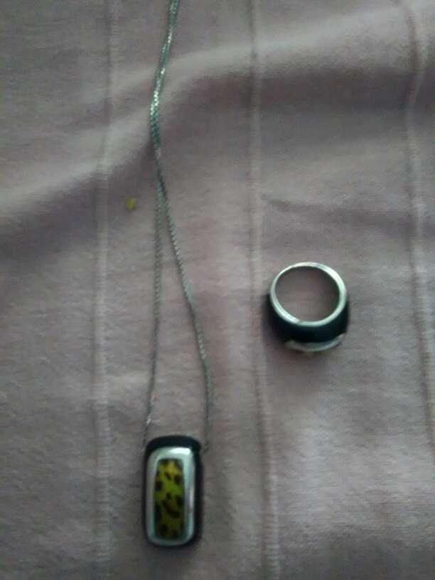 Imagen Conjunto de anillo y colgante de plata y colgante de piedra