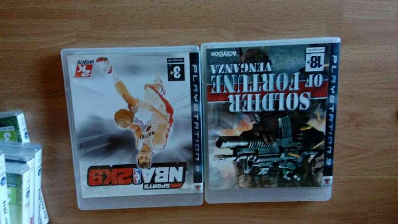 Imagen producto Ps3 con un mando y juegos 3