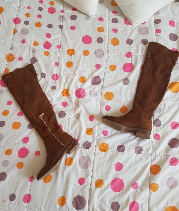 Imagen botas marrón por el inverno