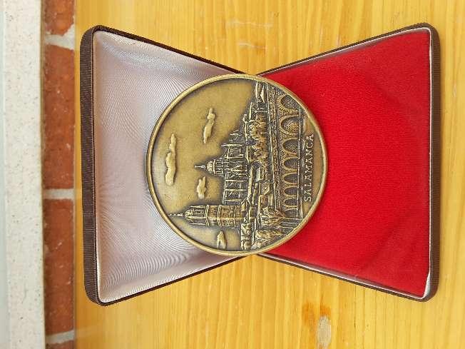 Imagen Medallón de bronce - ciudad de Salamanca
