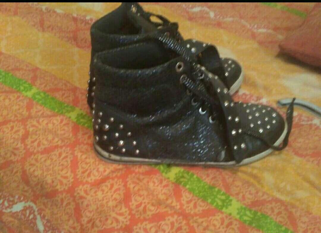 Imagen producto Zapatillas negras 1