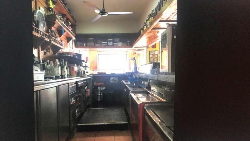 Imagen traspaso de restaurante con salida de humos