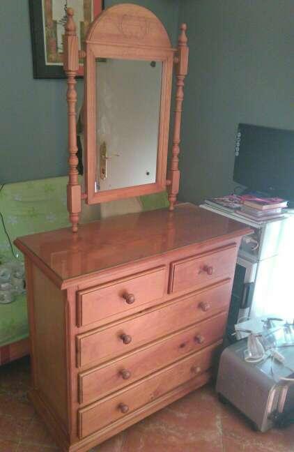 Imagen comoda o mueble de entrada