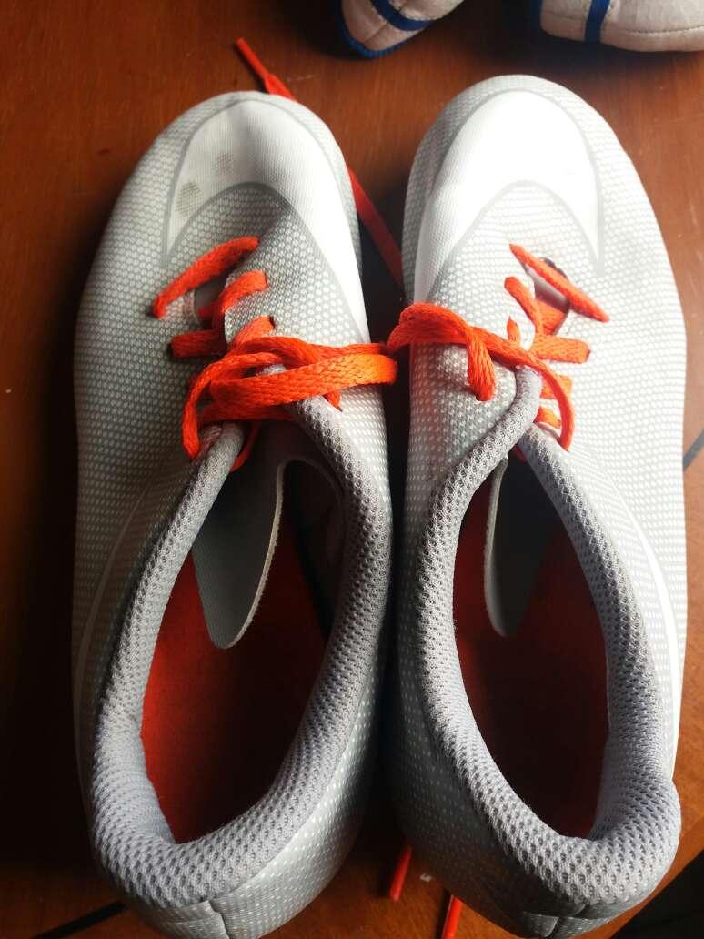 Imagen producto Zapatillas de futbol 1