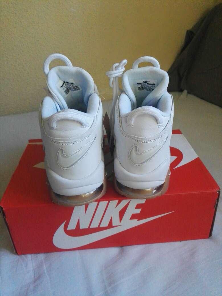 Imagen producto Zapatillas Nike Uptempo 2