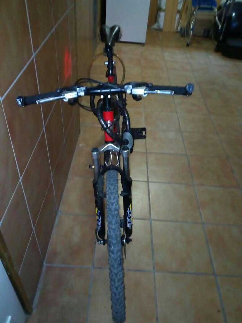 Imagen producto Se vende o se canvia bici con frenos de disco  3