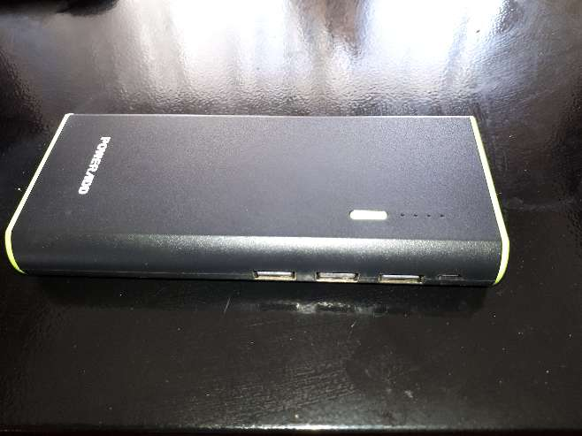 Imagen producto Power bank 10000-con 3 salidas USB mas linterna súper potente 3