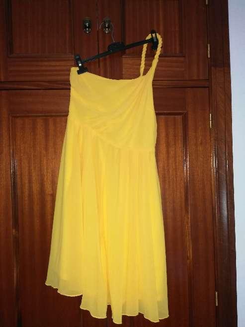 Imagen traje amarillo