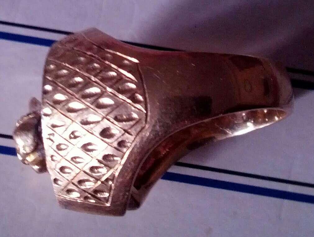 Imagen vendo anillo de oro 18k y con brillantes auténticos