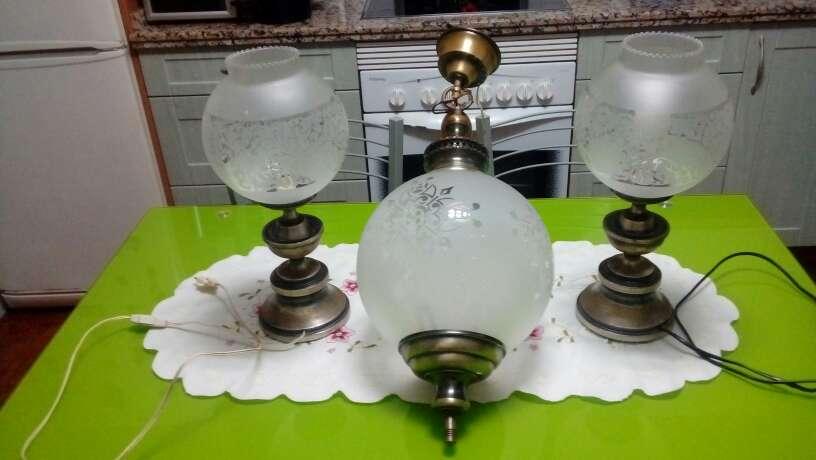 Imagen juegos de lampara de techo y dos de mesita de noche