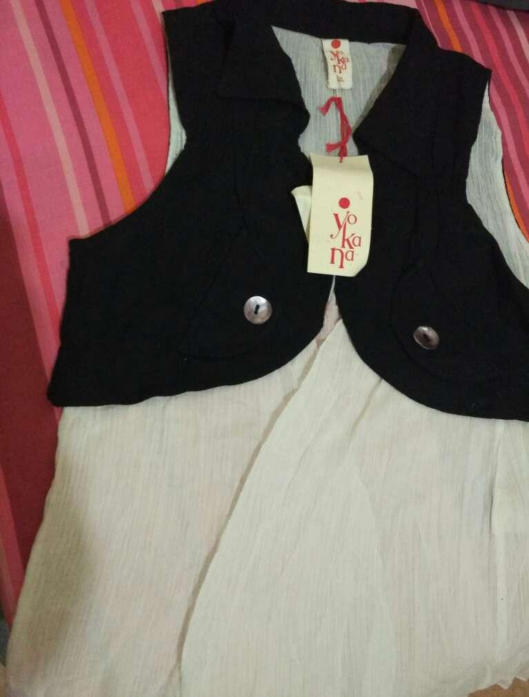 Imagen producto Chaleco blanco y negro,t.xl!! 1