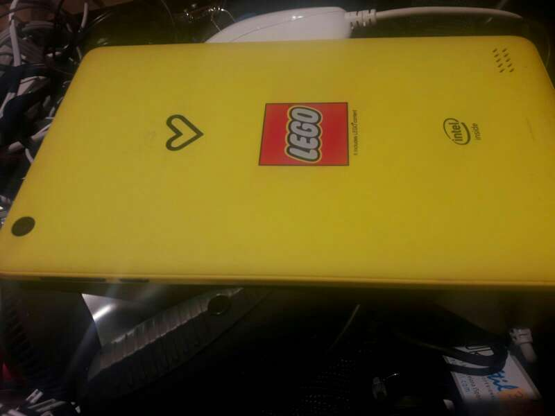 Imagen tablet de color amarillo y negro