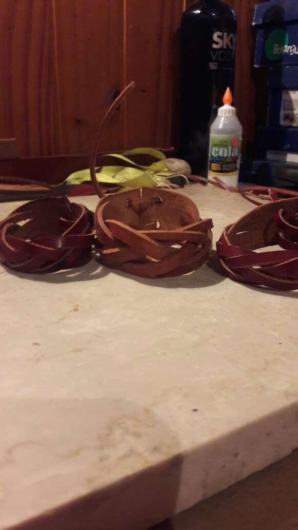 Imagen producto Pulseras de cuero artesanales  4