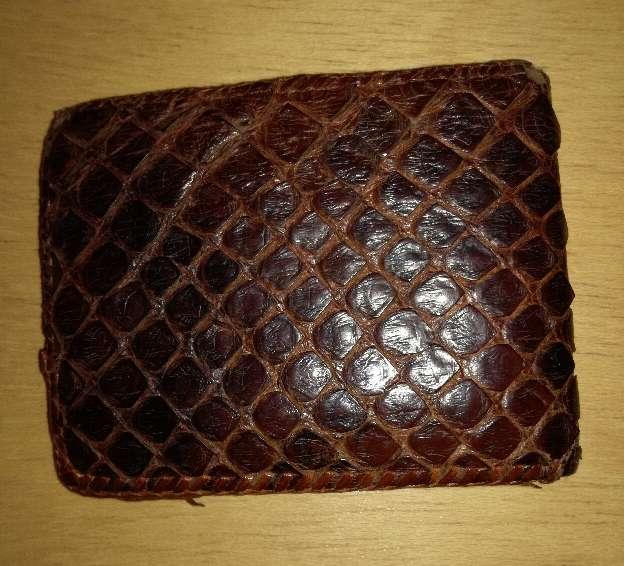 Imagen producto Billetera de piel de serpiente 1