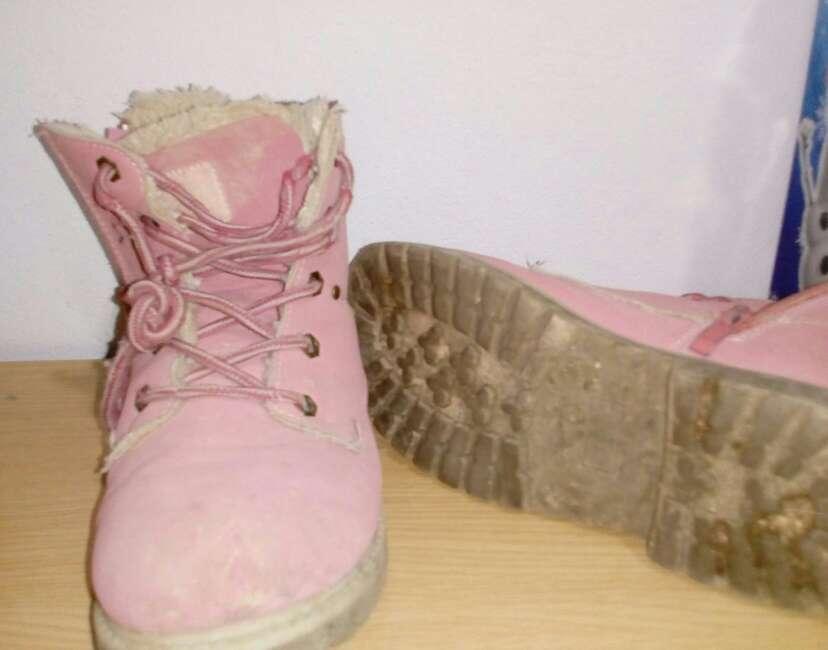 Imagen botas de pelo de niña