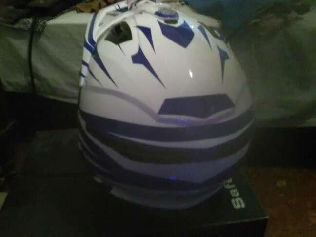 Imagen producto Vendo casco de moto cross 3