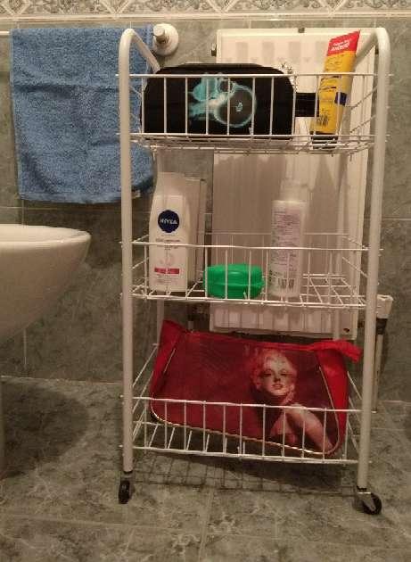 Imagen Carrito y esquinera de baño