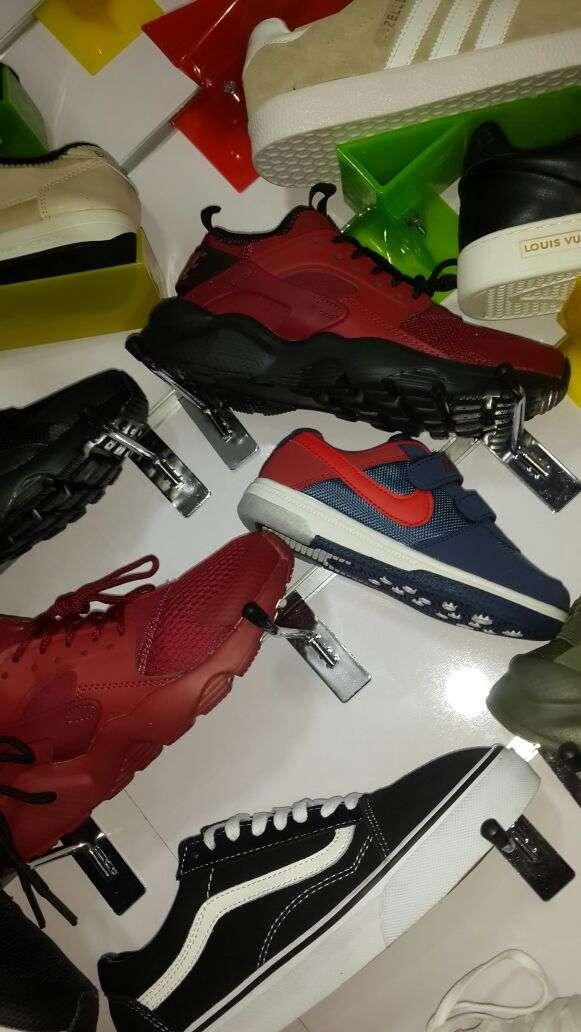 Imagen producto Zapatillas deportivas. 4
