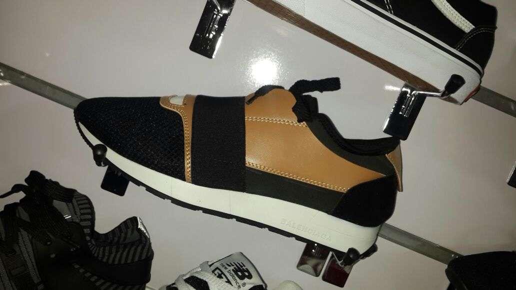 Imagen producto Zapatillas deportivas. 2