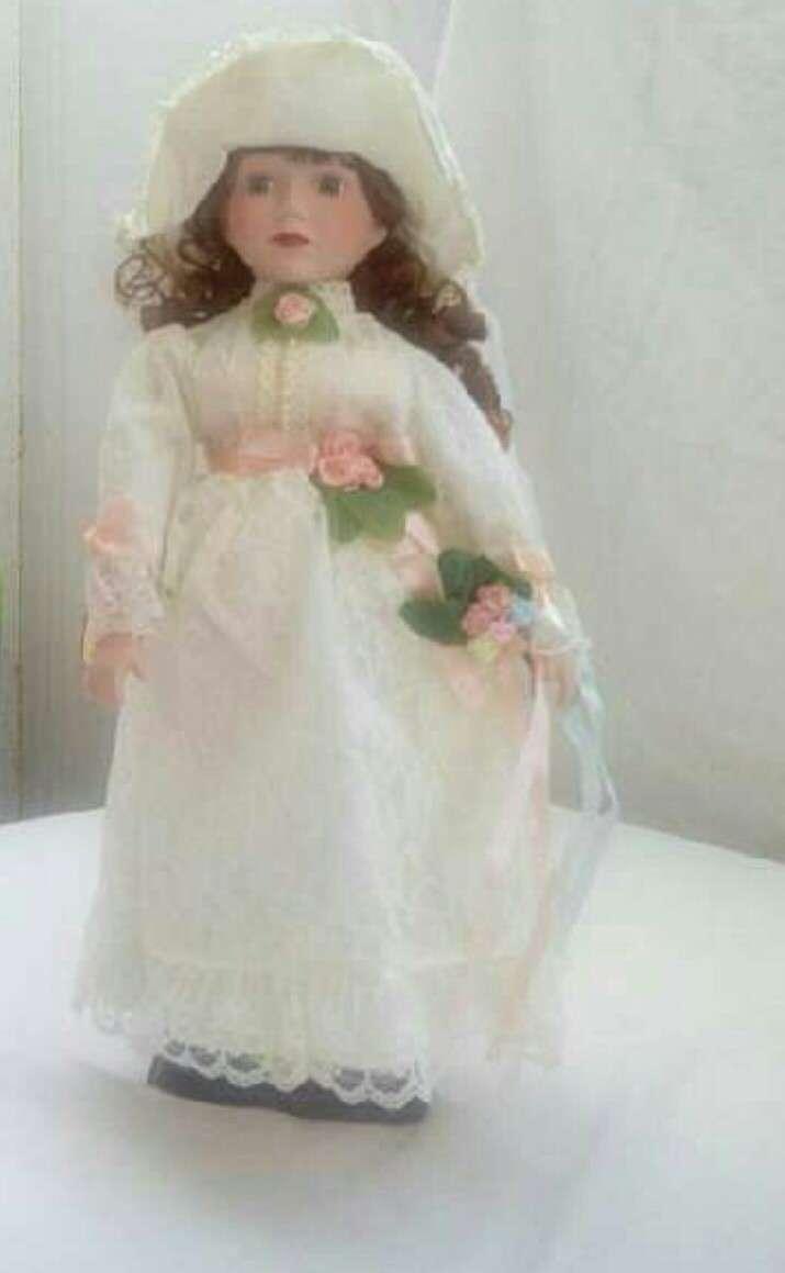 Imagen producto Muñeca de  porcelana 1