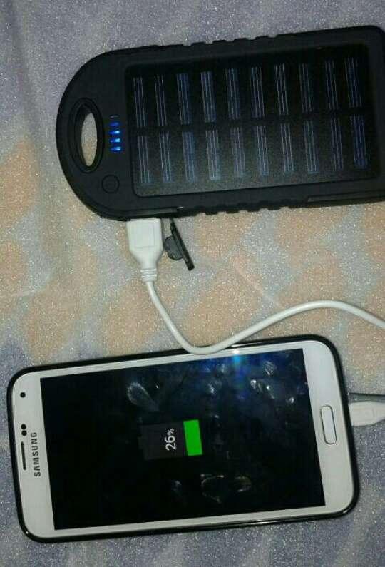 Imagen producto Batería externa con placa solar  3
