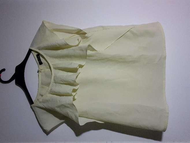 Imagen Camisa amarillo palido.