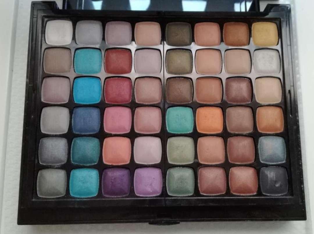 Imagen producto Cajita con Sombras, pintalabios,colorete,corrector 2