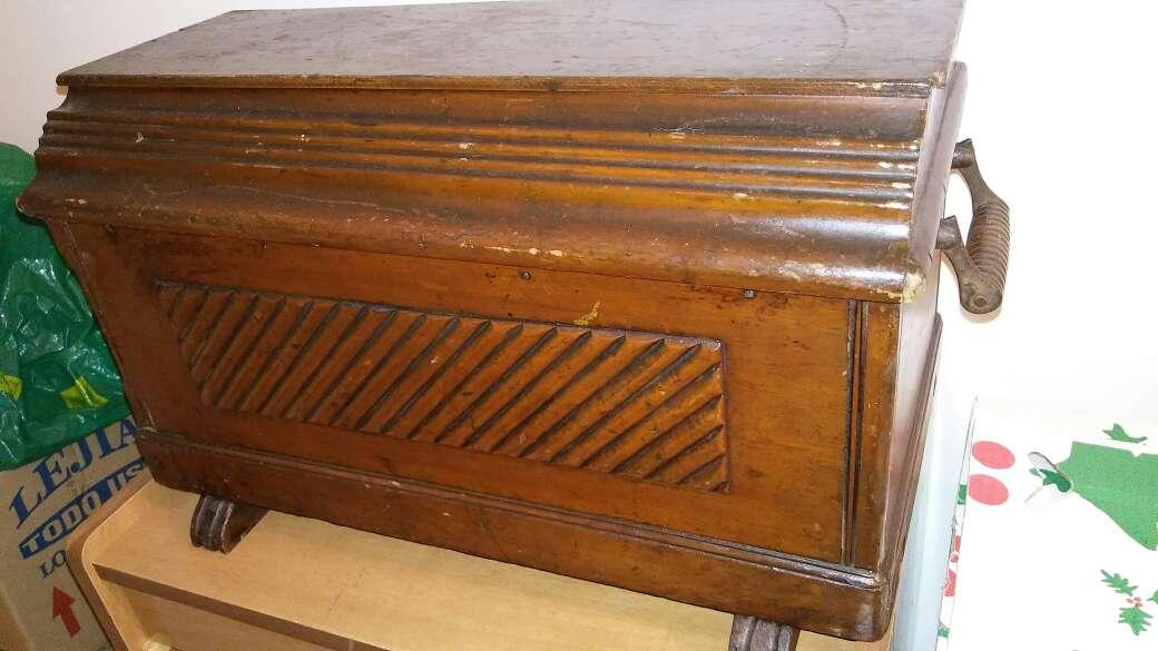 Imagen Baúl de madera de castaño