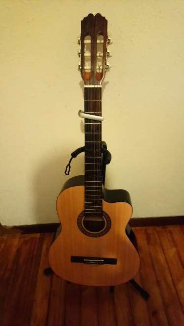 Imagen Guitarra y pedal de efectos