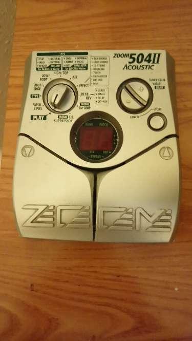 Imagen producto Guitarra y pedal de efectos 2